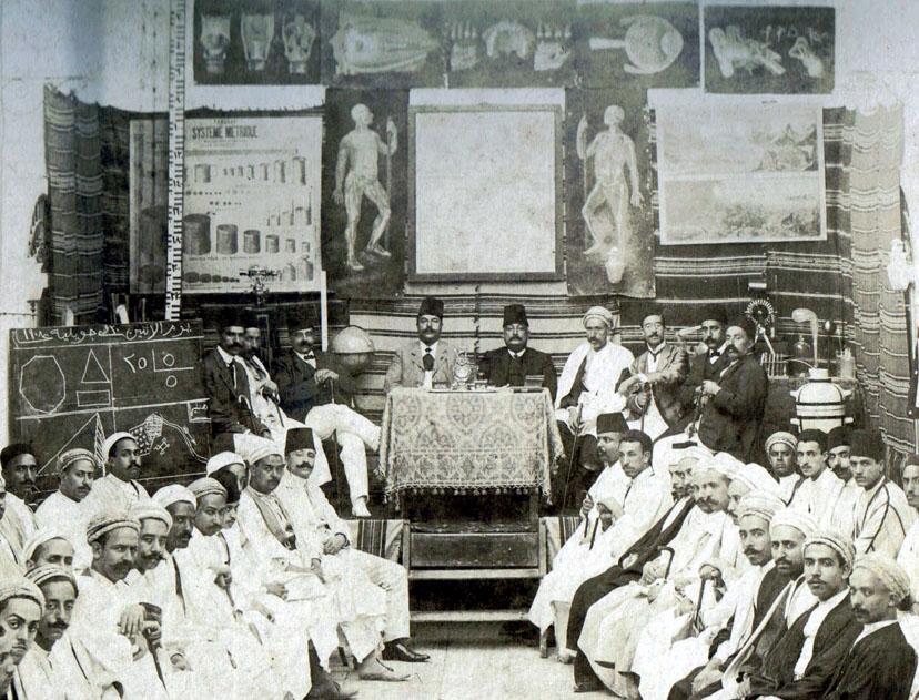 Cette société savante, moderniste, affiche (vers 1890?) des images du corps humain étudié en sciences naturelles