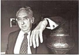 Jacques Berque, fils d'Augustin Berque, haut fonctionnaire du Gouvernement général de l'Algérie, fut lui-même contrôleur civil au Maroc. Cet arabisant sociologue et ethnologue, professeur au Collège de France, a dirigé le centre de Bakfaya au Liban dans les années 1950/60