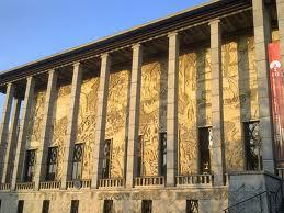 Façade du musée, Porte dorée