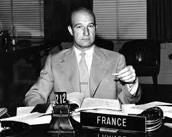 Jean Desparmet dans son rôle de diplomate, dans une conférence internationale